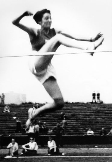 In 1936, Lambert tied the German high jump record of 1.6 meters when she won the Württembergian Championship